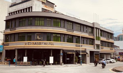"""<text>LE EMBASSY HOTEL</text><p class=""""album-description db"""">Commercial</p>"""